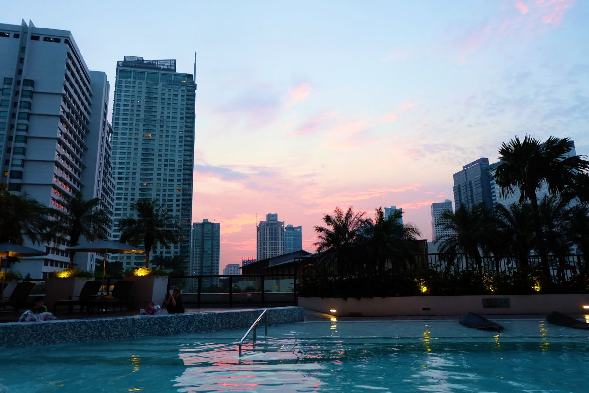 Fairmont Sunset by the Pool