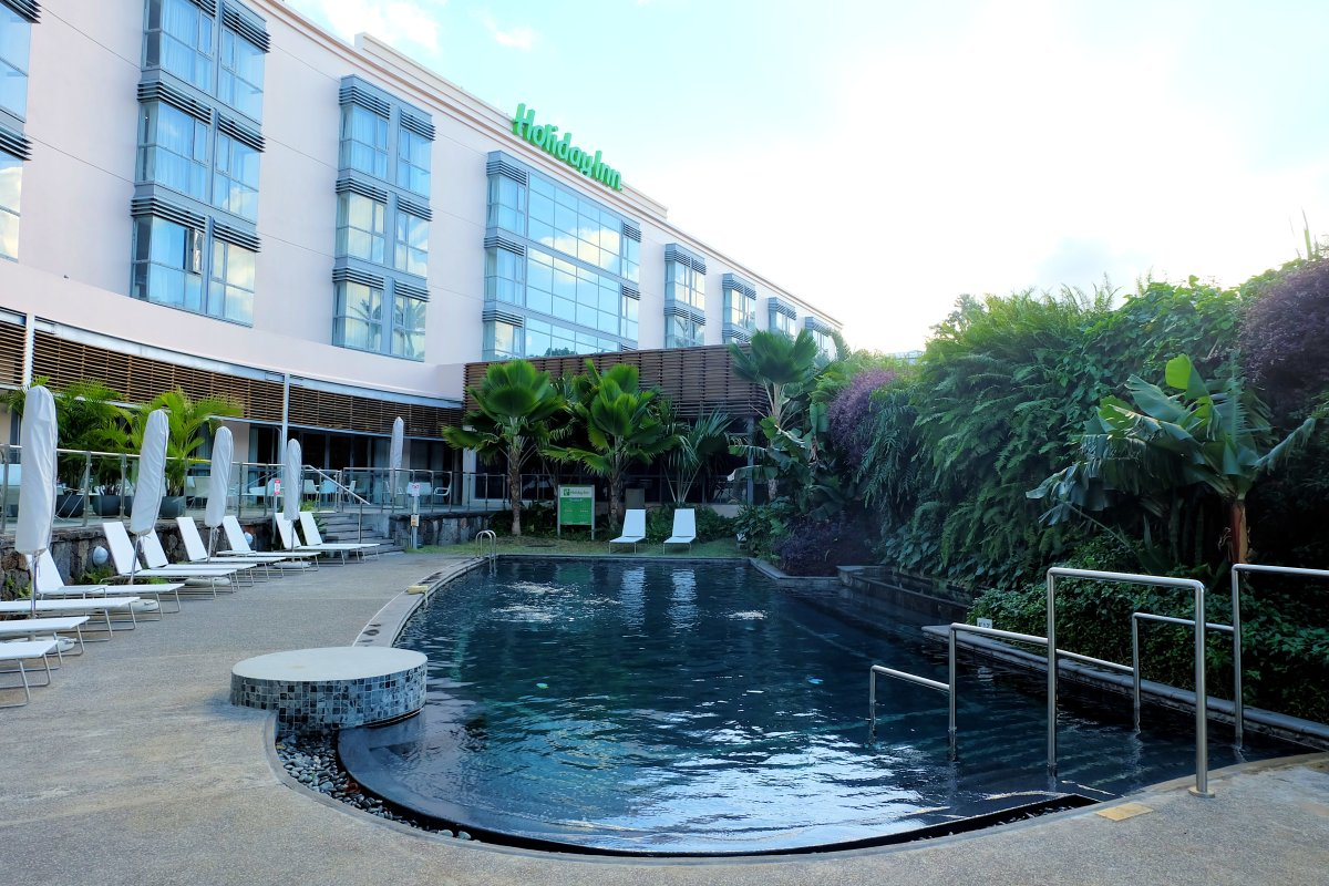 Holiday Inn Mon Tresor Swimming Pool