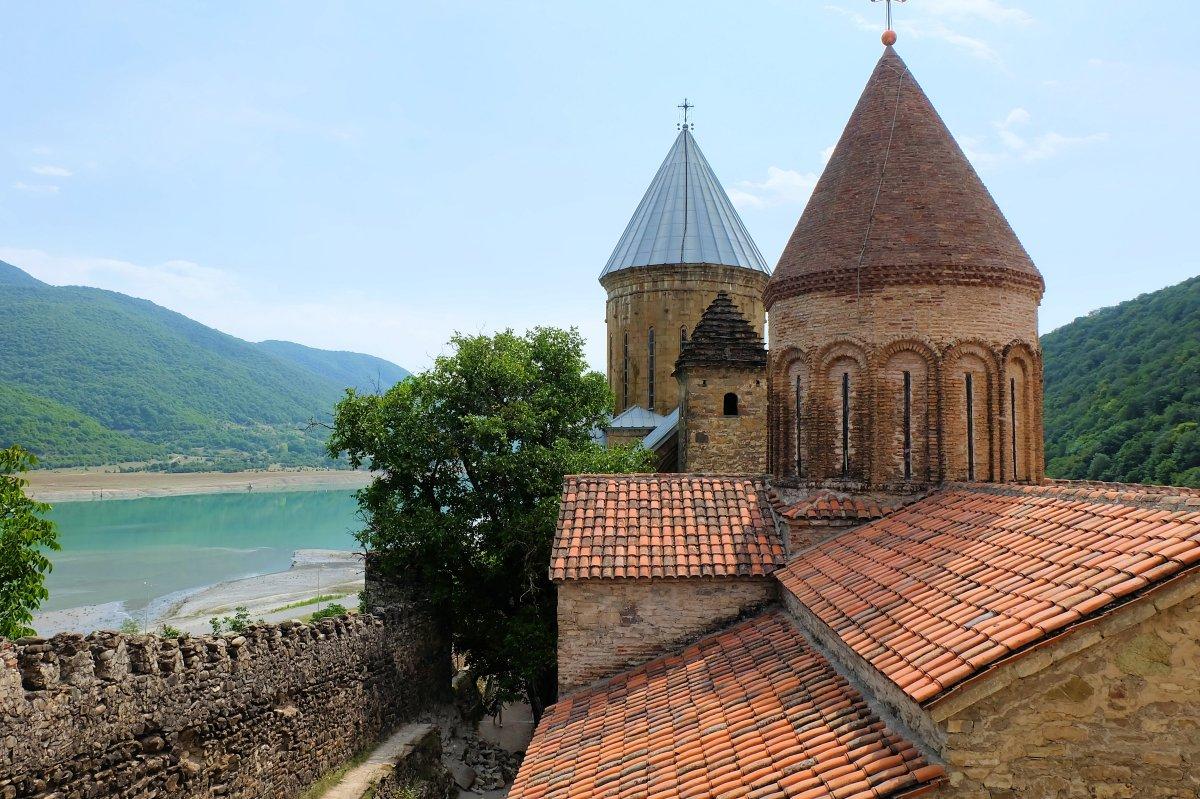 Ananuri Fortress1