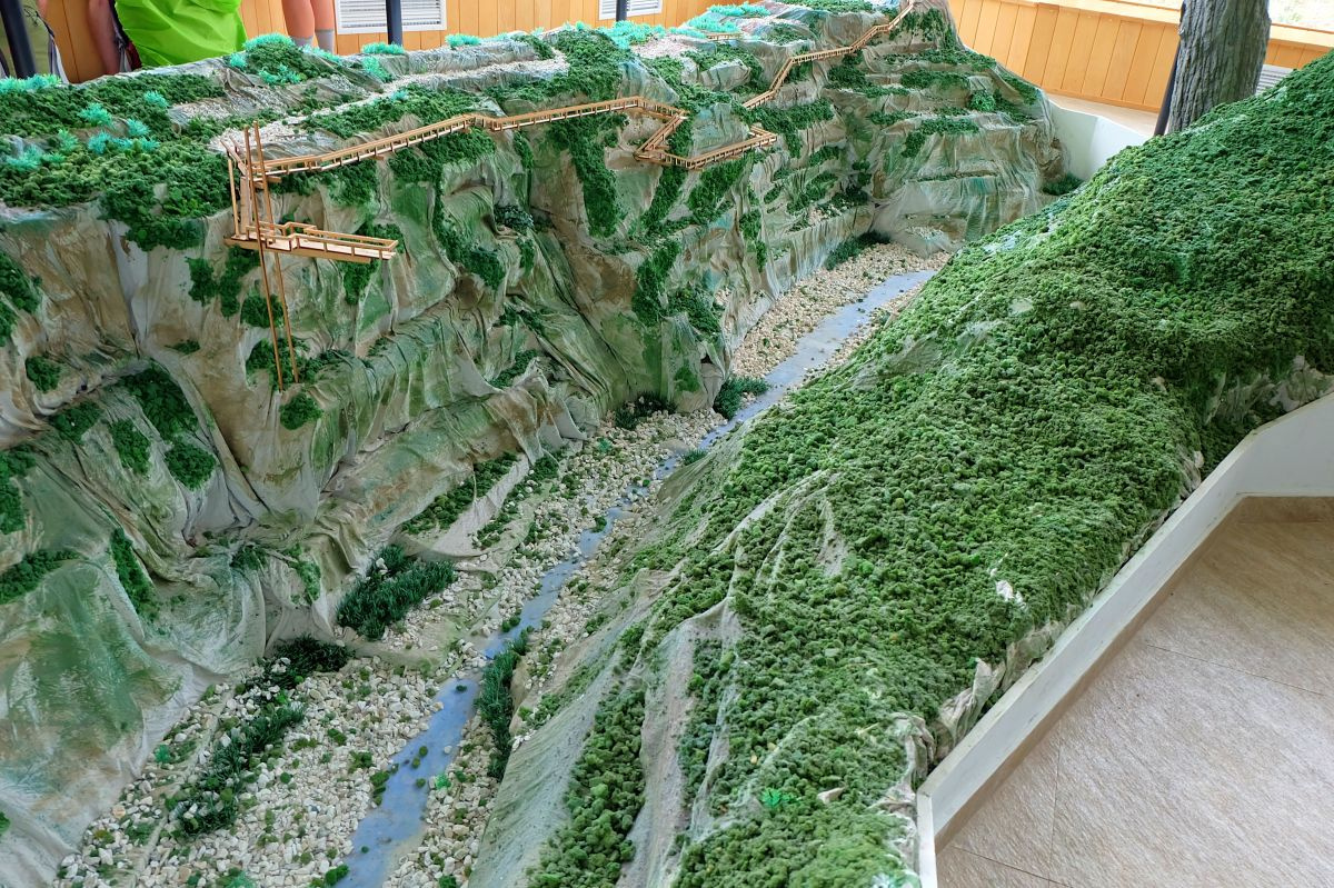 Okatse Canyon Miniature